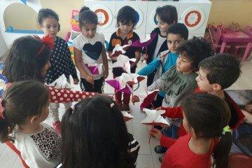Minik Gönüllerden Çiçekler | Pendik İlkokulu ve Ortaokulu | Özel...