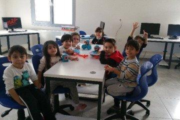 İlkokul Öğrencilerimizle Kodlama ve Robotik Dersimizden Kareler