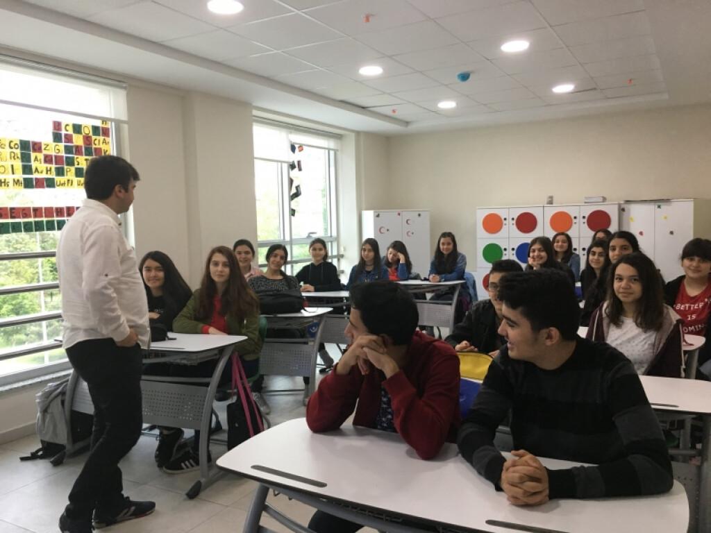 Lise İçin Mustafa Yüce Tarafından Rehberlik Semineri Gerçekleşti....