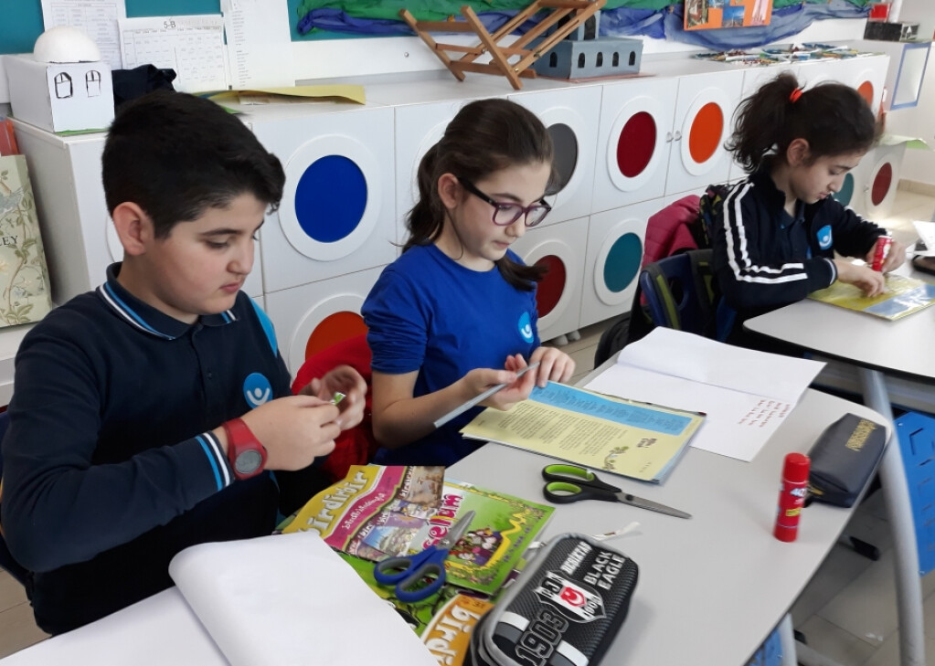 Yaratıcı Yazarlar Dergilerini Çıkarıyor! | Pendik İlkokulu ve Ort...
