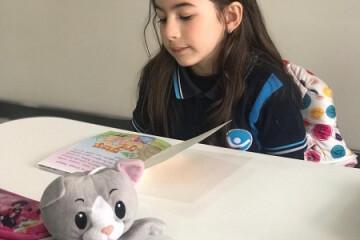 Oyuncağıma Hikaye Okuyorum